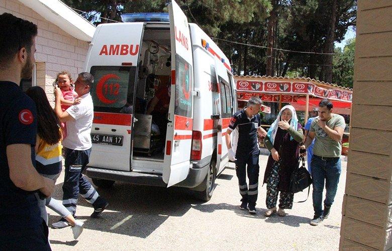 Manisa'da 3 araç birbirine girdi: 8 yaralı