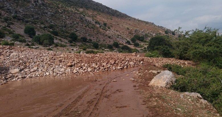 Afyonkarahisar'da heyelan! Köy yolları ulaşıma kapandı