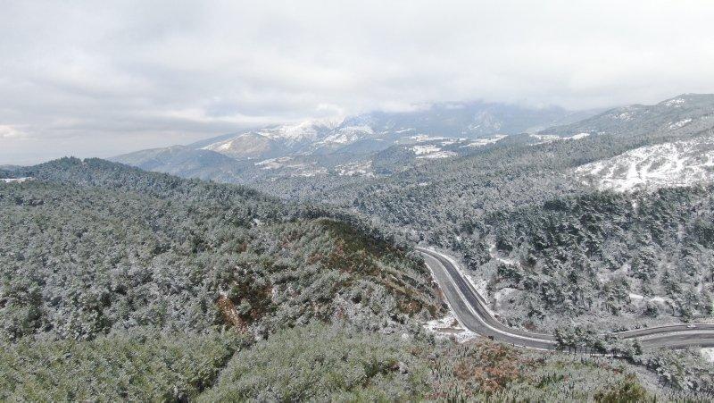 Beyaza bürünen İzmir dağları havadan görüntülendi