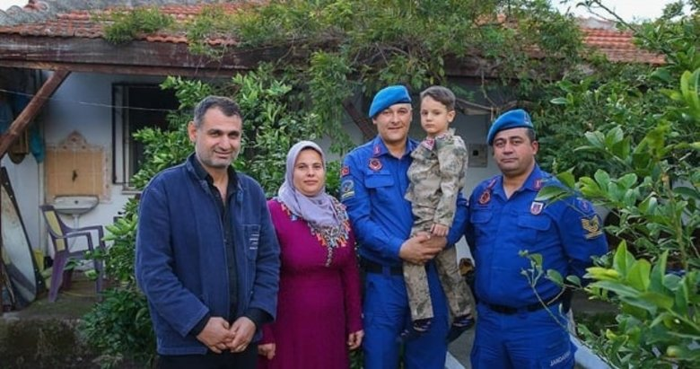 İzmir'de dili boğazına kaçan 5 yaşındaki çocuğa jandarmadan ilk müdahale