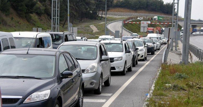 İzmir'de kilometrelerce araç kuyruğu oluştu