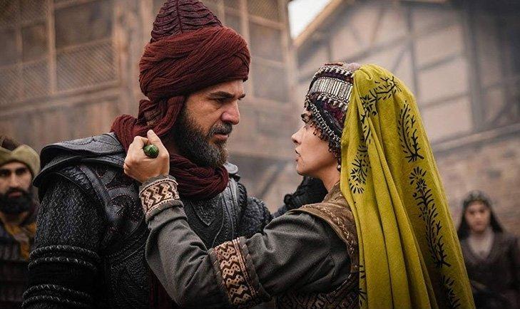 Diriliş Ertuğrul oyuncuları Hande Soral ile Engin Altan Düzyatan arasındaki fark şoke etti