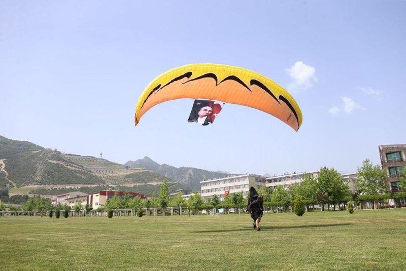 Denizli'de sıcak hava balonu ve yamaç paraşütleriyle 19 Mayıs kutlaması