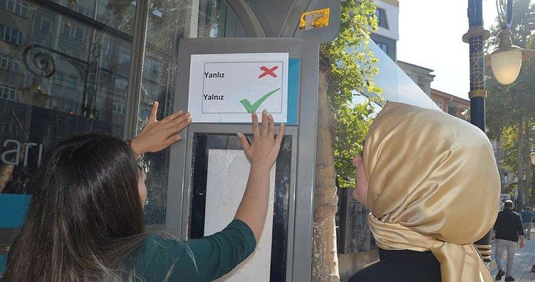 Kütahya'da Türkçenin doğru kullanımı için otobüs duraklarına etiket
