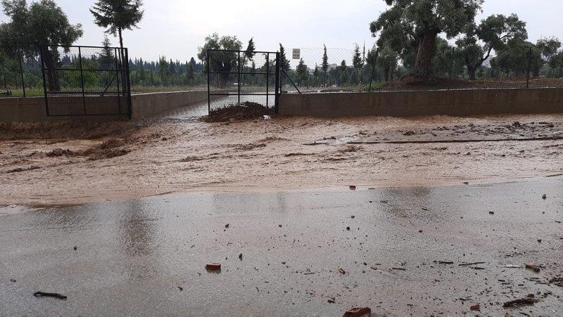 Nazilli'de sağanak yağmur! Sokaklar çamur deryasına döndü