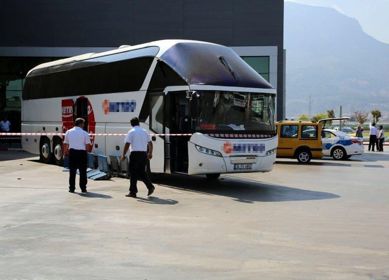 Manisada otobüs yayalara çarptı: 7 yaralı