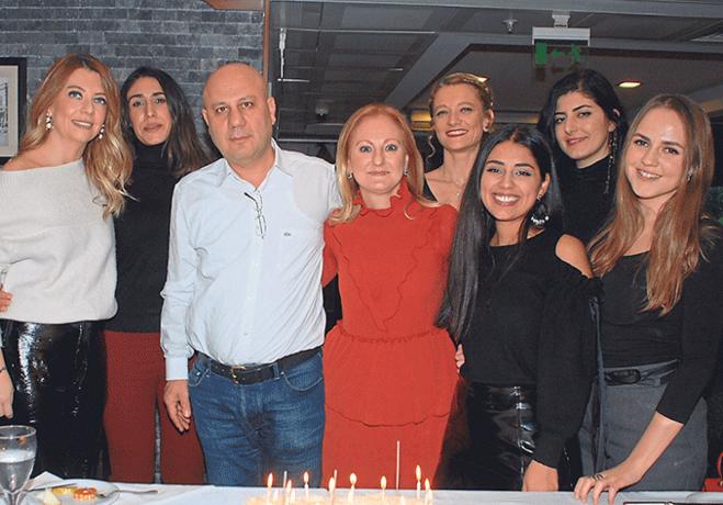 Dr. Özlem Özcan ekibiyle sağlık ve mutluluk diledi