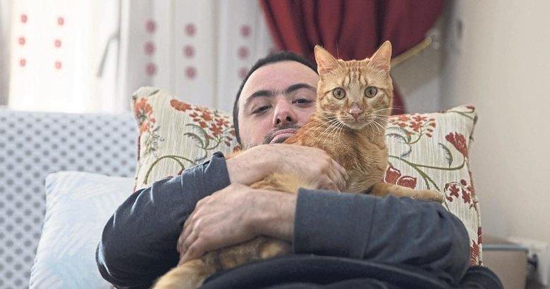 Depremzede milli sporcu kedisi 'Teneke'ye kavuştu