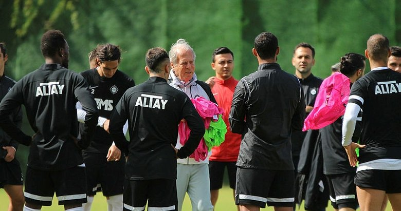 Altay'ın teknik direktörü Mustafa Denizli, kulübün rotasını çizdi