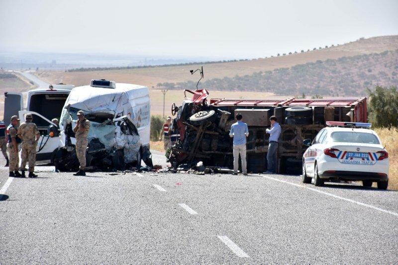 Gaziantep'te trafik kazası: 7 ölü, 22 yaralı