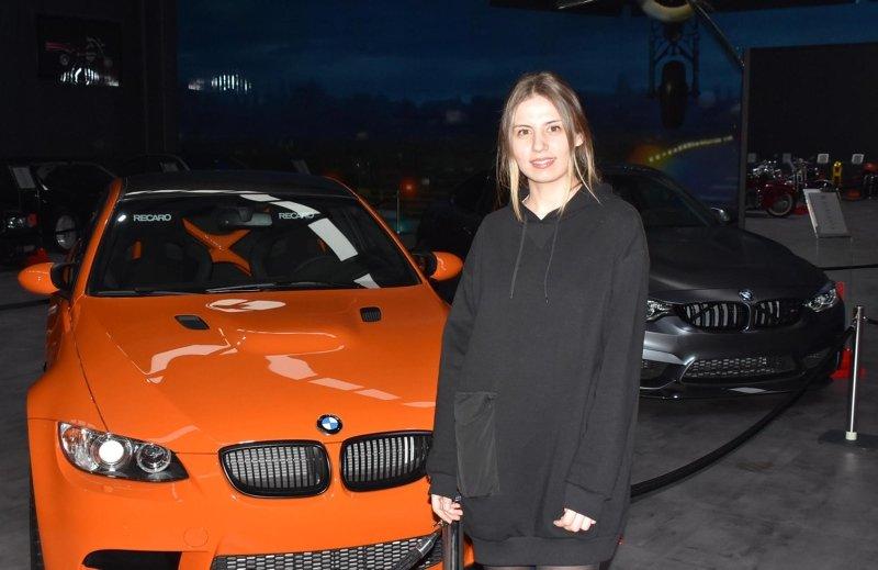 Çocukluk tutkuları iki kardeşe, İzmir'de otomobil müzesi açtırdı