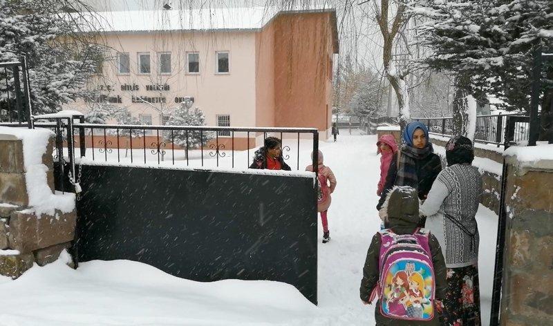 15 ilde eğitime kar engeli! Bugün okullar tatil mi? Hangi il ve ilçelerde okullar tatil?