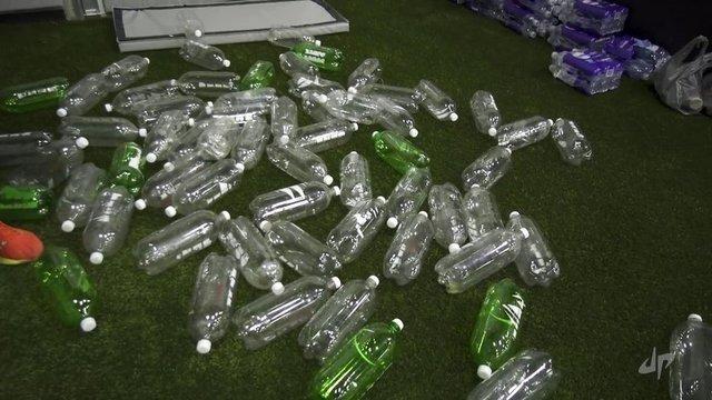 Kullanılmayan şişelerden öyle bir şey yaptı ki...