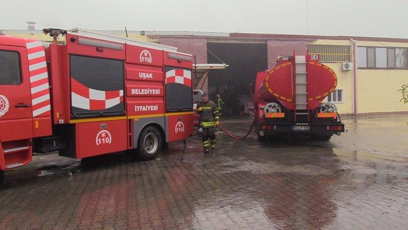 Uşak'ta fabrika yangınında felaketten dönüldü