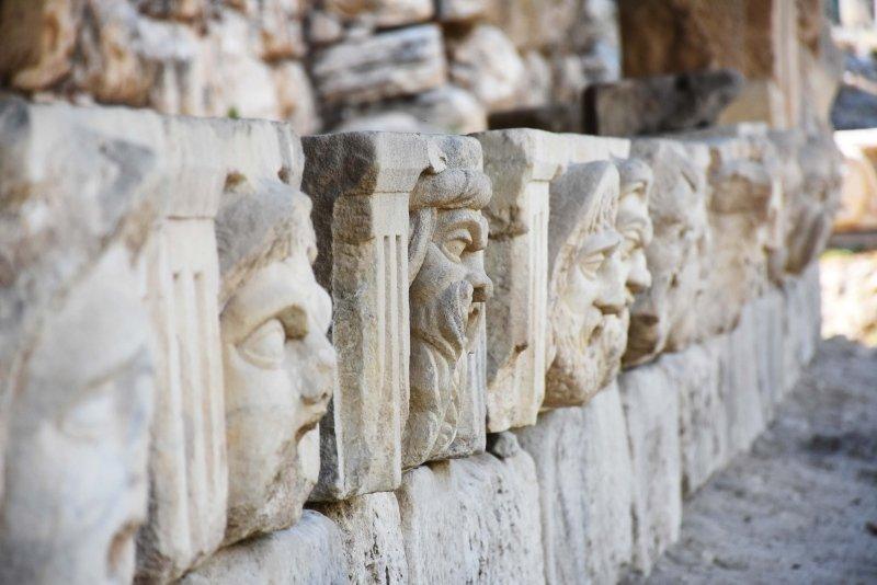Muğla'da mitolojik masklar taş hastanesinde restore ediliyor