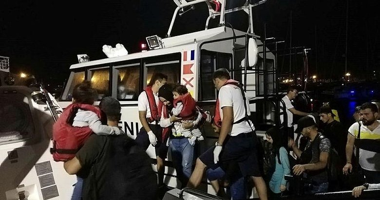 İzmir'de 46 düzensiz göçmen yakalandı