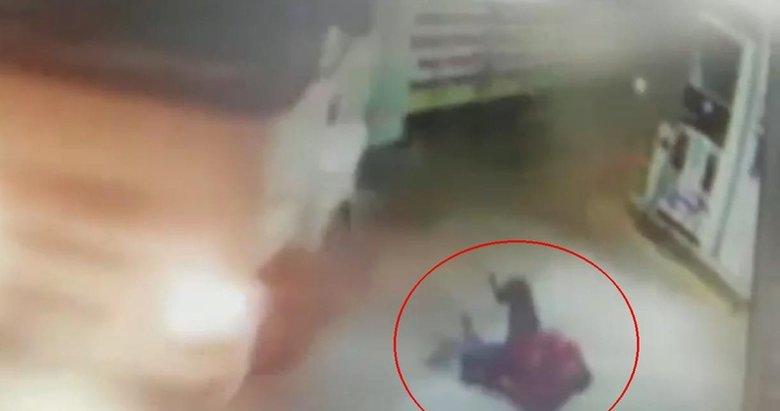 Manisa'da feci kaza! TIR'ın altında kalmaktan son anda kurtuldu