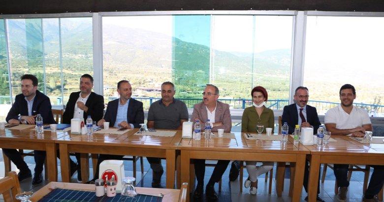 AK Parti İzmir İl Yönetimi Kiraz'da toplandı! İl Başkanı Sürekli: Kiraz, ayrımcılığa kurban ediliyor