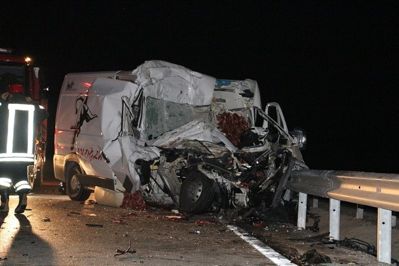 Manisa'da korkunç trafik kazası: 4 yaralı