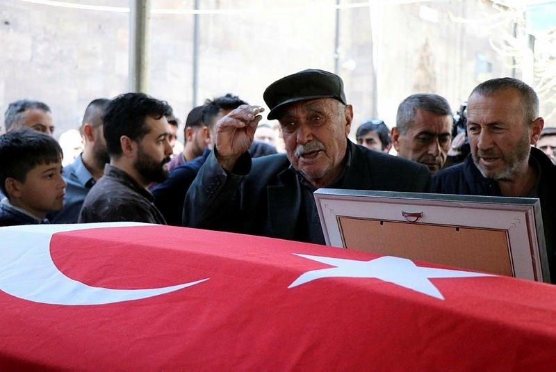 Öldürülen akademisyenlere gözü yaşlı veda