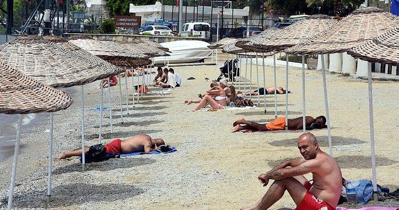 Muğla Bodrum'un halk plajlarındaki şezlonglar kaldırılıyor