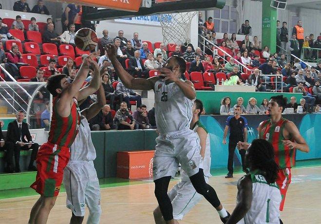 Trabzon'u yenerek 6 maç sonra kazanan Karşıyaka Yeşilgiresun'ndan fark yedi.