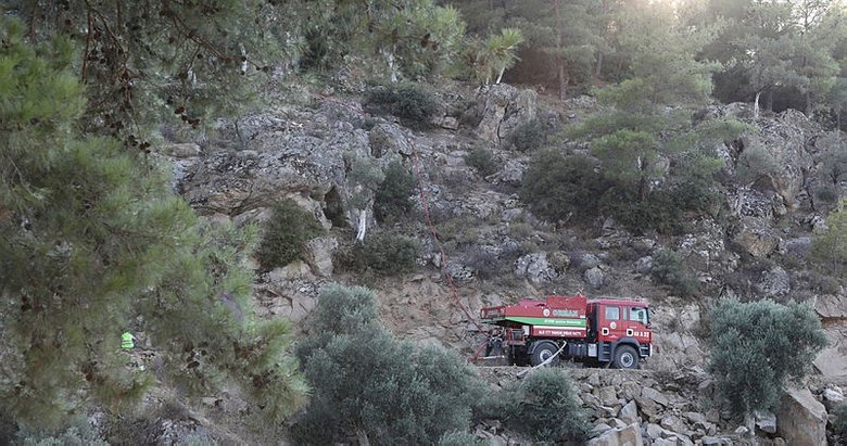Yangınların söndürüldüğü bölgelerde soğutma çalışmaları sürüyor