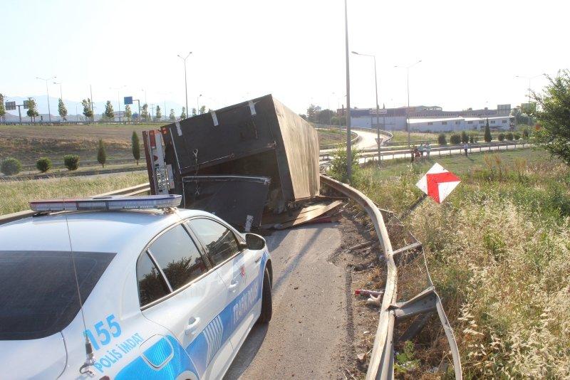 Denizli'de kamyonet devrildi! Sürücünün ifadesi şaşırttı