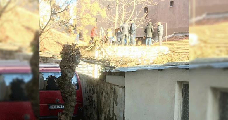 Evin çatısındaki şüpheli, polisten kaçarken su kuyusuna düştü