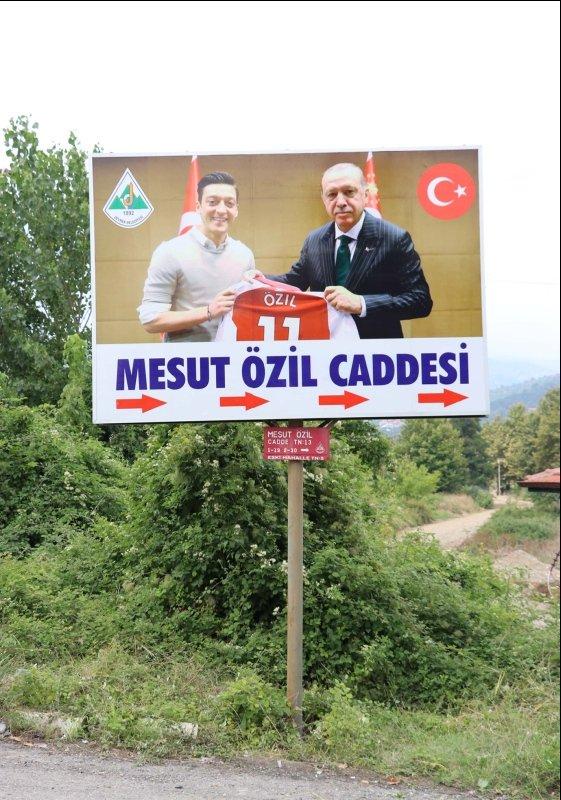 Mesut Özil'in memleketi Devrek'teki o tabela değiştirildi!