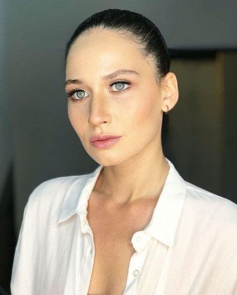 atv'nin yeni dizisi 'Gel Dese Aşk'ın güzel oyuncusu İlayda Çevik setten paylaştığı fotoğrafla herkesi şaşırttı!