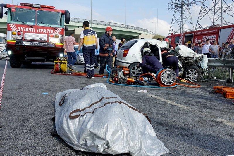 Arnavutköy Habibler yolunda feci kaza: 3 ölü