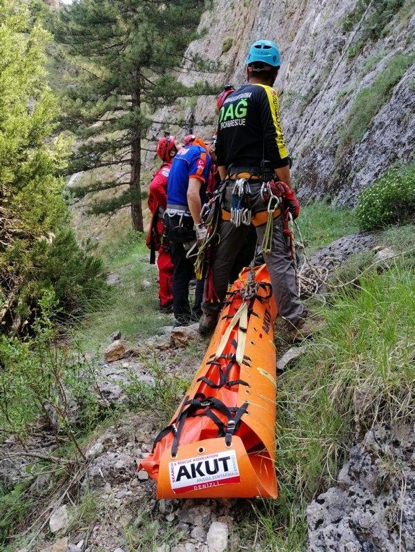 Denizli'de bir kişi dağ yürüyüşünde 200 metrelik kayalıktan düşüp öldü