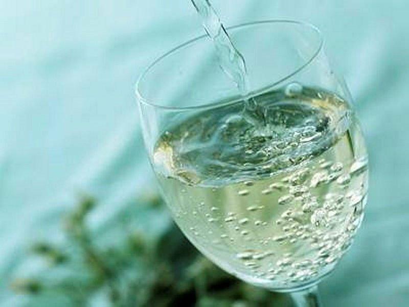 Maden suyu zararlı mı faydalı mı? Ne kadar içilmeli? İşte detaylar...