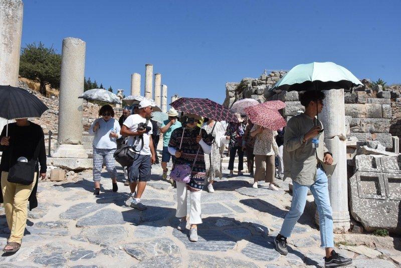 İzmir'de Efes Antik Kenti'ne turist akını
