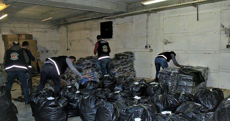 İzmir'de kaçak 24 bin çanta ve cüzdan ele geçirildi