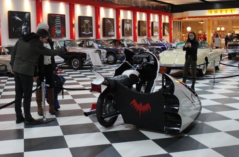 İzmir Torbalı'daki klasik otomobil müzesine yoğun ilgi