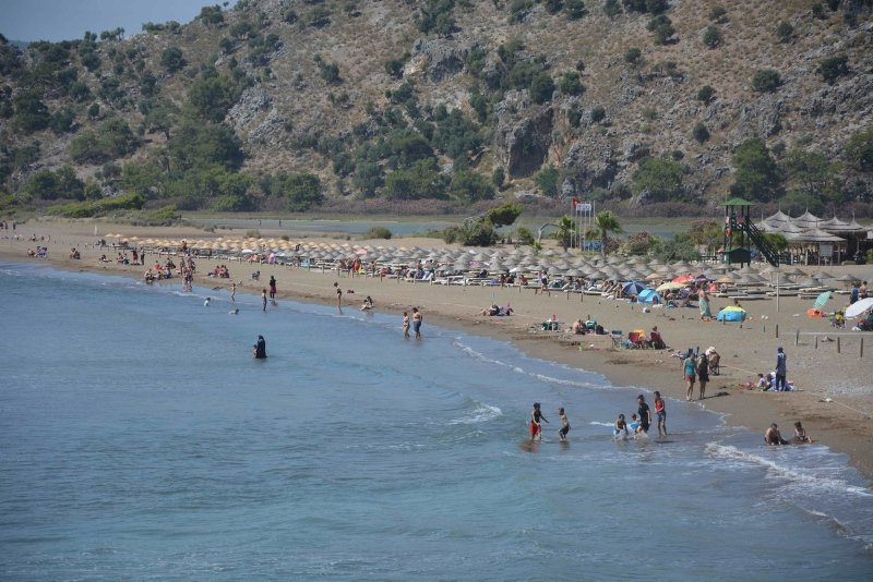 Muğla'da sahiller hareketlendi! Vatandaşlar maske kuralına uymadı