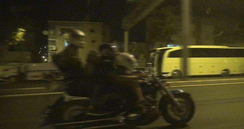 Bir motosiklete 4 kişi bindiler