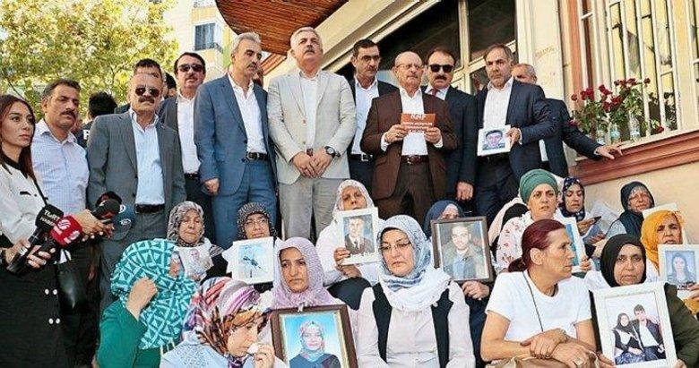 Aşiretlerden HDP önünde evlat nöbeti tutan annelere destek