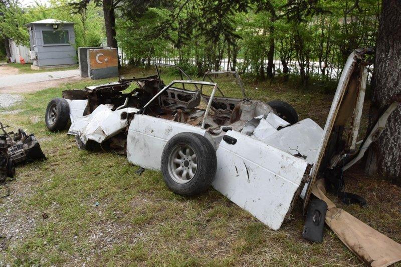 Kütahya'da otomobilini gören şahıs şok oldu! Çalınan otomobilini 25 parça olarak buldu