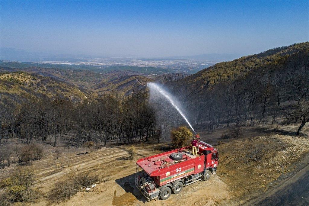 İzmir'de yangın bitti nöbet devam ediyor