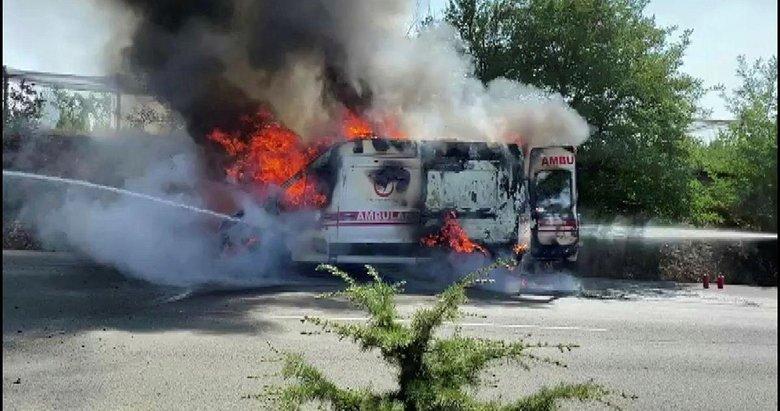 Ambulansta yangın dehşeti! İçinde hasta varken alev aldı