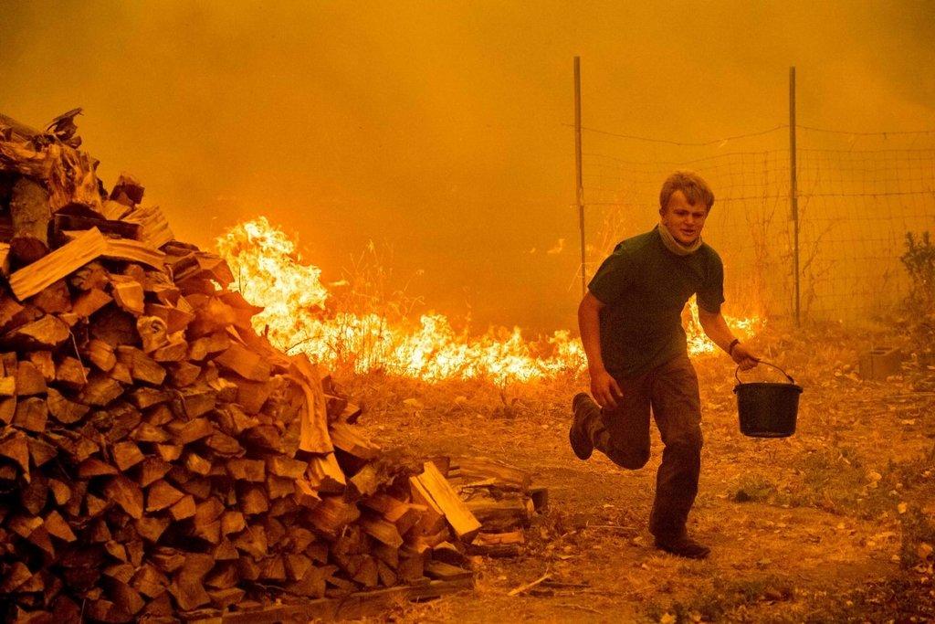 ABDnin California eyaleti tarihinin en büyük yangınıyla mücadele ediyor