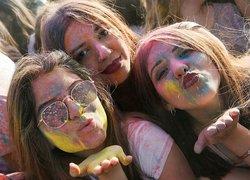 İzmirde Renkli Festival