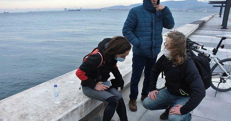 Konak'ta sokak köpeği dehşeti! İki kadına saldırdılar biri denize atlayarak kurtuldu