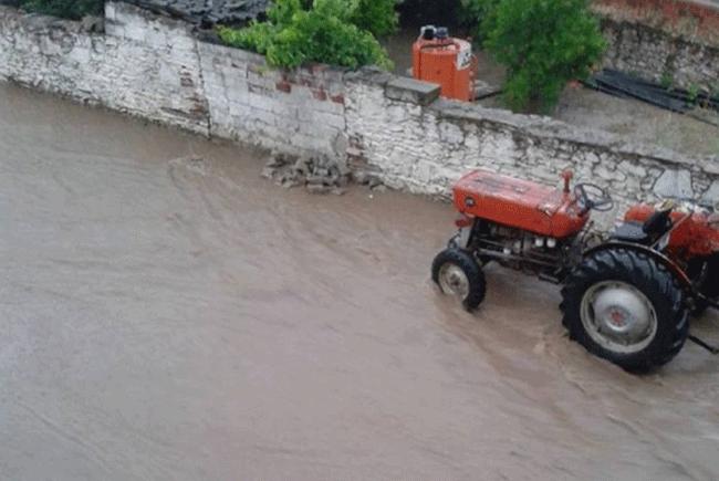 Ödemiş'teki sağanak yağış sele neden oldu