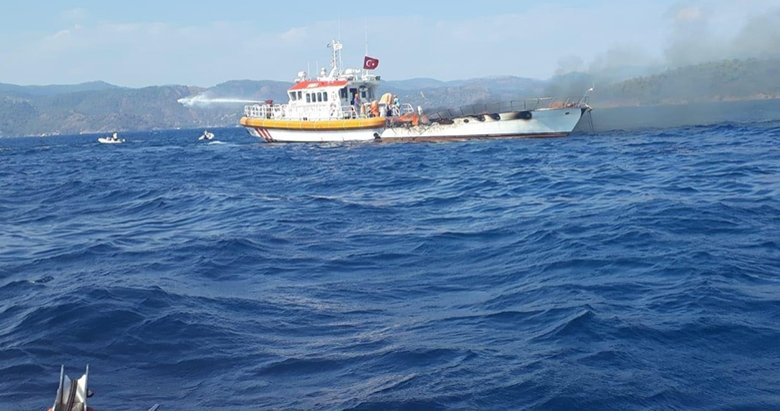 Lüks gulet tekne alevlere teslim olup, battı