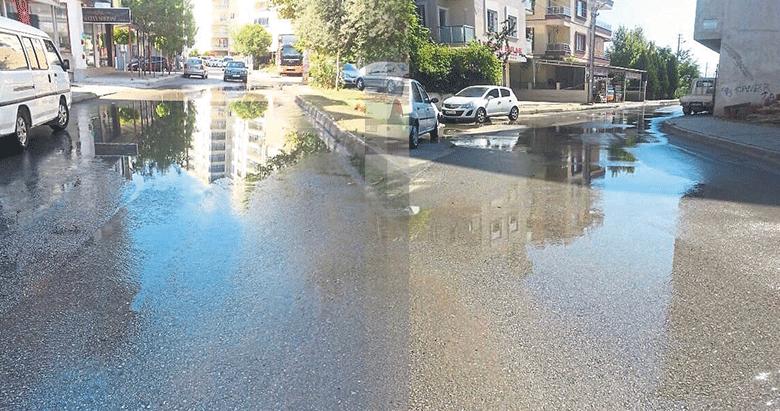 Bornovada tonlarca su boşa akıyor
