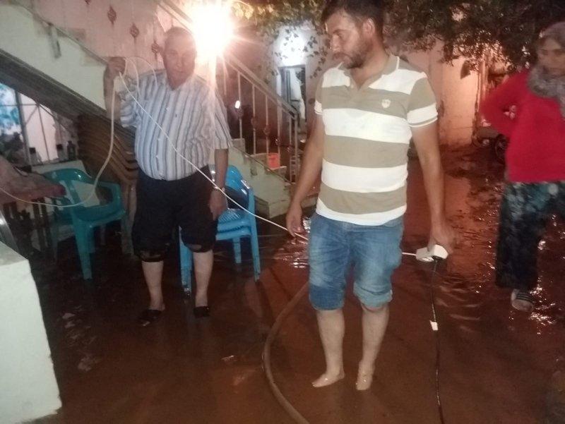 Denizli Tavas'ta yağışlar su baskınlarına neden oldu